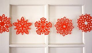 Paper-snowflake-garland