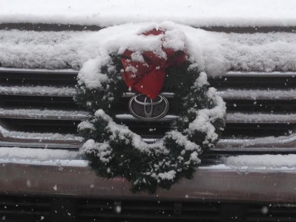 Truck wreath with snow